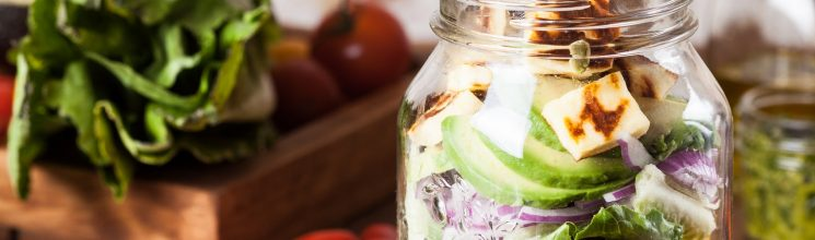How to build your own Mason Jar Salad + 5 easy Mason Jar Salad Recipes